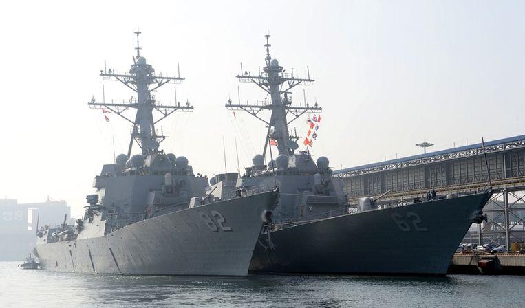 Amerikaanse oorlogsschepen USS Lassen en USS Fitzgerald in de Zuid-koreaanse haven in Donghae Beeld reuters