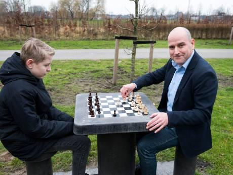 Vleutenaar Jesús Medina wil iedereen aan het schaken krijgen: 'Schaken verbindt'