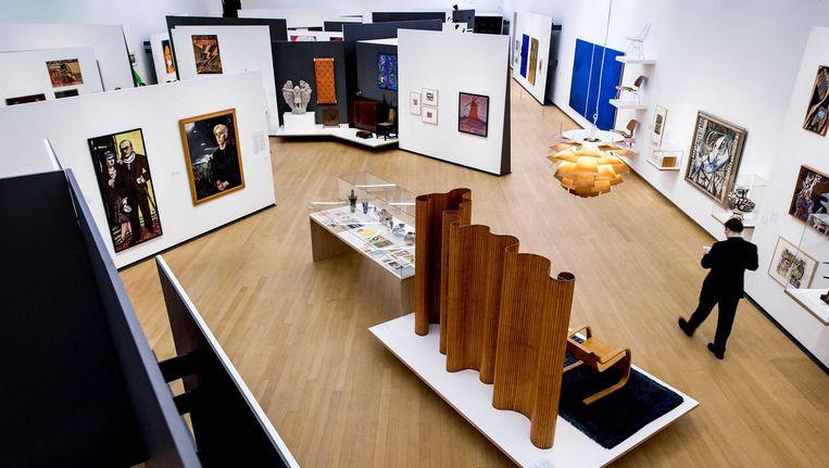 Stedelijke Base zet in de kelder kunstwerken op het oog schots en scheef bij elkaar Beeld Koen van Weel/ANP