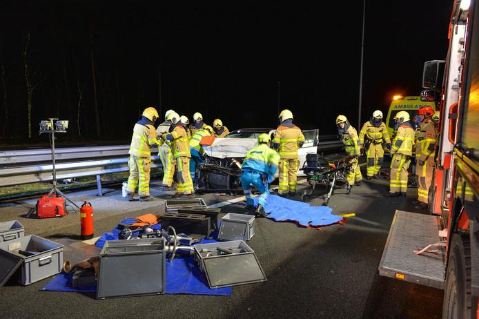 Het ongeluk gebeurde op de A50 ter hoogte van Beekbergen. De hulpdiensten rukten massaal uit.