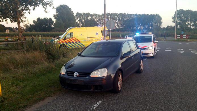 Ambulance en politie aanwezig op de plaats van het ongeval.