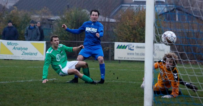 Door de promotie van Vogelwaarde (groene shirts) staat de derby tegen Hontenisse komend seizoen ook weer op het programma.