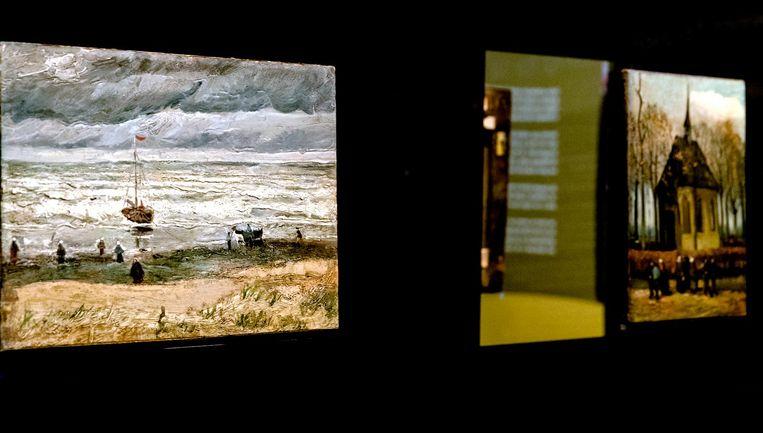 De twee gestolen Van Gogh-schilderijen die in september nabij Napels zijn gevonden door de Italiaanse politie, zijn na veertien jaar terug in het Van Gogh Museum. Het gaat om Zeegezicht bij Scheveningen en Het uitgaan van de Hervormde Kerk te Nuenen. Beeld anp