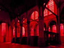 Rijksdienst: plaats rood voorzetraam in Oude Kerk