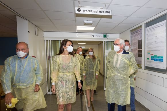 De eerste minister volgde hetzelfde traject als dat van een patiënt die mogelijk besmet is met COVID-19.