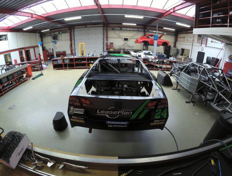 De NASCAR wagen van Anthony Kumpen, langs de achterkant bekeken