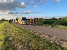 Twee wielrenners gewond naar ziekenhuis na valpartij in Zeewolde