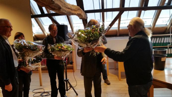 Makers van de film 'Ik ken hun namen' mochten maandagmiddag een bos bloemen in ontvangst nemen.