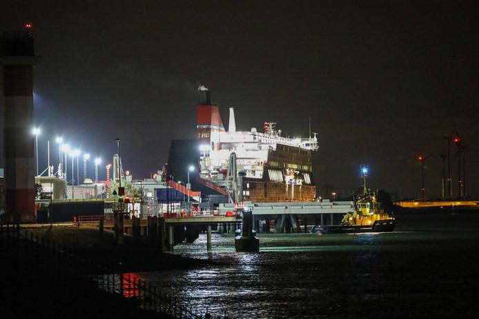 Pas tegen middernacht kon de veerboot uitvaren, omdat er werd gezocht naar verstekelingen.