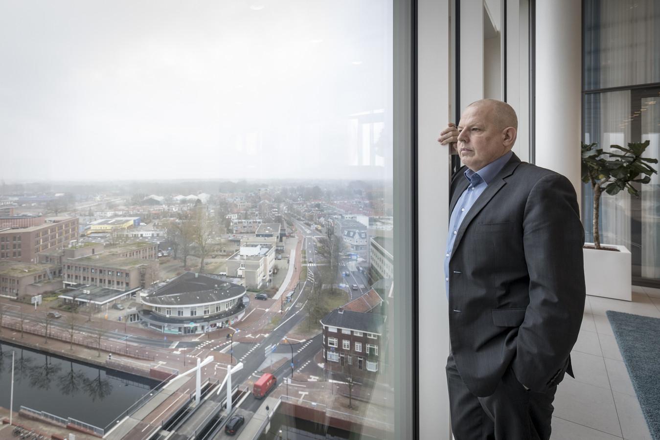 Wethouder Alex langius maakt zich zorgen over de kosten van de coronacrisis voor Almelo.