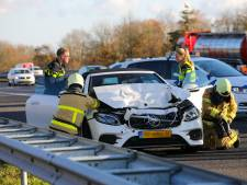 Auto total loss bij vierde ongeluk in een week tijd op de A1 bij Apeldoorn