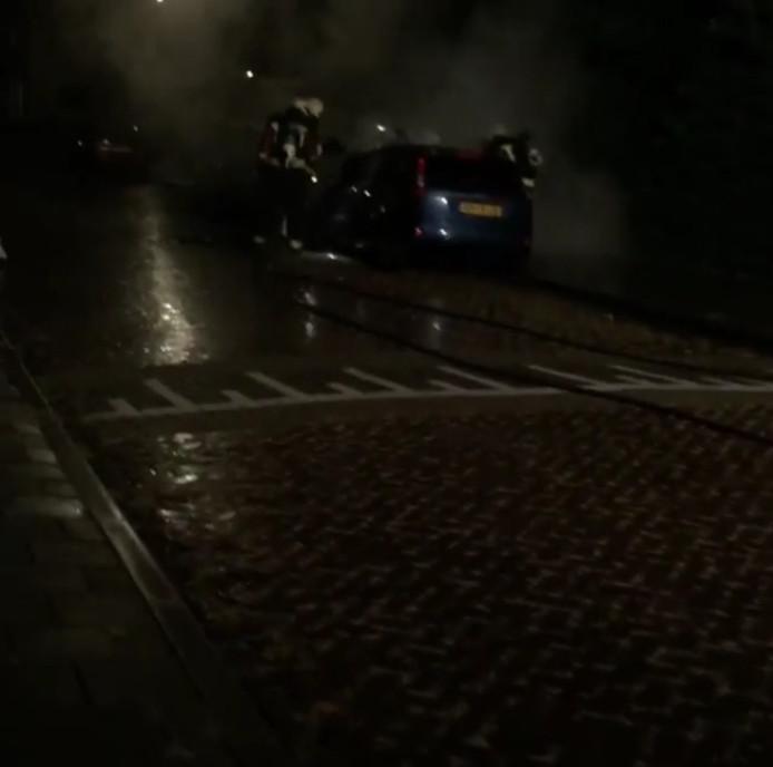 De auto brandde uit aan de Marcus de la Palmastraat