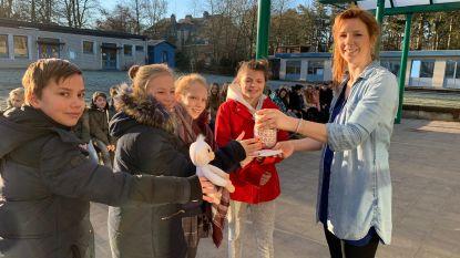 Vier leerlingen De Klaver zamelen 1.062 euro in voor Kinderkankerfonds