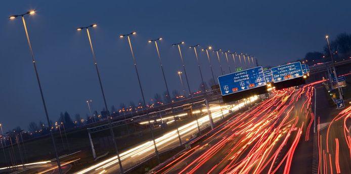 Snelwegverlichting zal ook op de A15 ontbreken, als die over twee à drie jaar twee keer drie rijstroken telt.