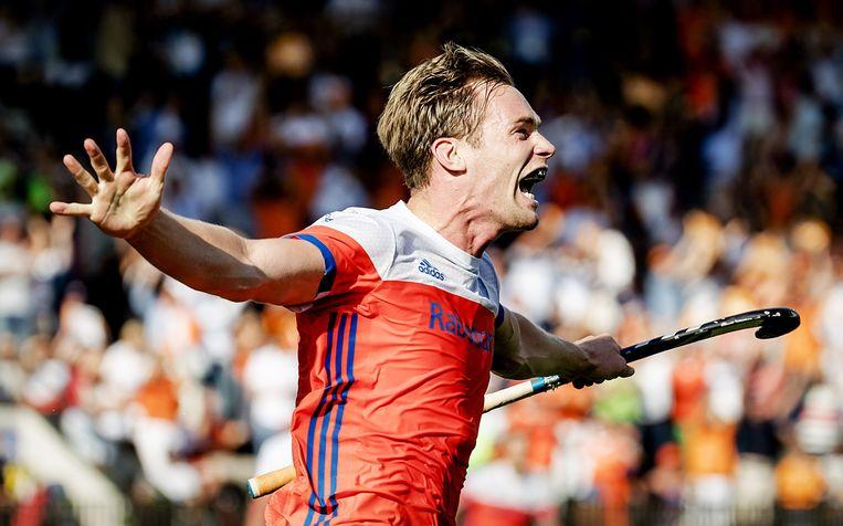 Mirco Pruyser van Nederland juicht na zijn 2-4 tegen Belgie tijdens het Europees Kampioenschap hockey.  Beeld ANP