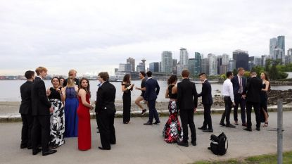 Canadese premier photobombt studenten tijdens het lopen