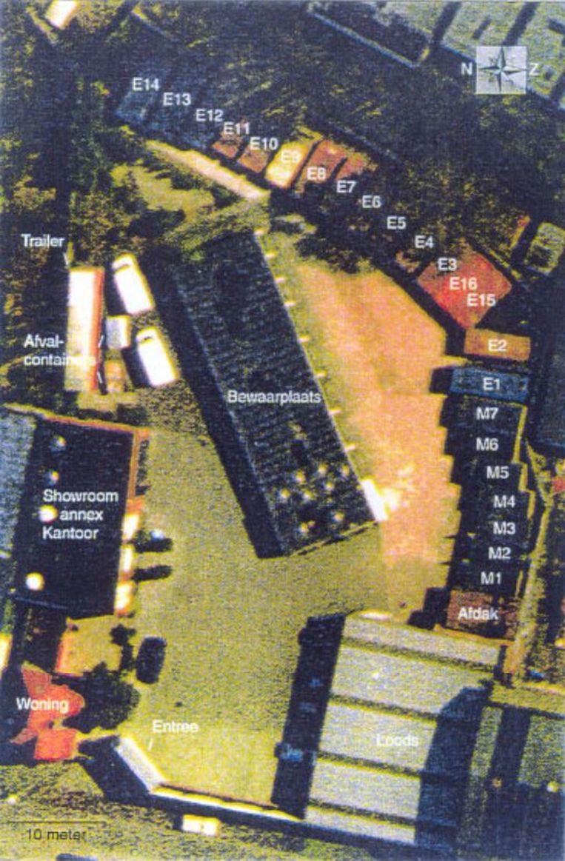 Luchtfoto genomen op 13 mei; een overzicht van het bedrijf S.E. Fireworks vlak voor de vuurwerkramp. Beeld Onbekend