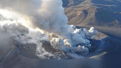 Japanse vulkaan spuwt as tot vijf kilometer hoog