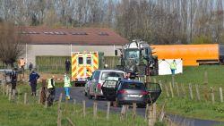 Wielertoerist sterft onder wielen van tractor, meefietsende vriend ongedeerd