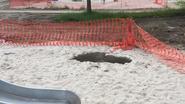 Bizarre 'zinkgaten' verschijnen in zandbak