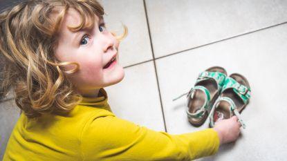 Gents koppel ontwerpt stickers voor kinderschoenen: vosje vertelt wat links en rechts is