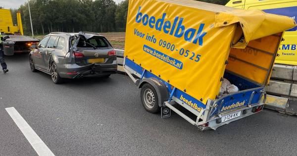 Ongeluk met meerdere autos op A1 bij Bathmen: rechterrijstrook dicht.