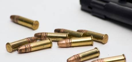 Agenten vinden wiet, geladen pistool en inbrekerstuig in auto van Roosendaaler