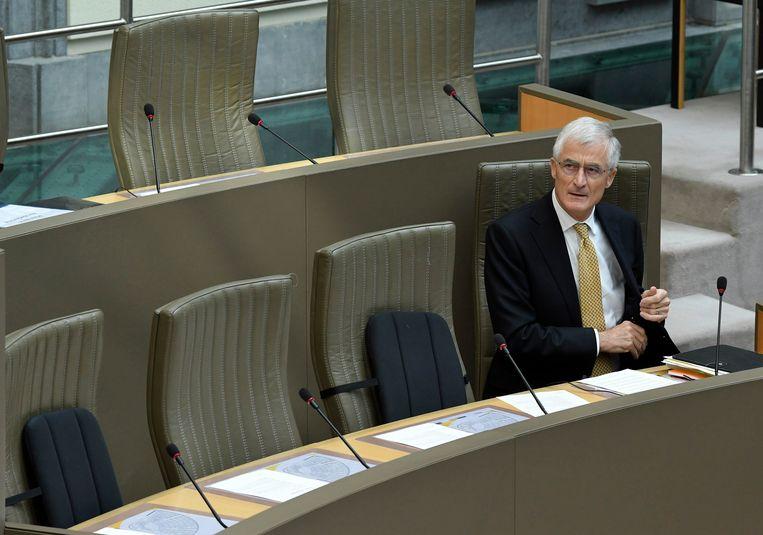 Vlaams minister-president Geert Bourgeois (N-VA) heeft vandaag in het Vlaams Parlement forse kritiek gekregen.
