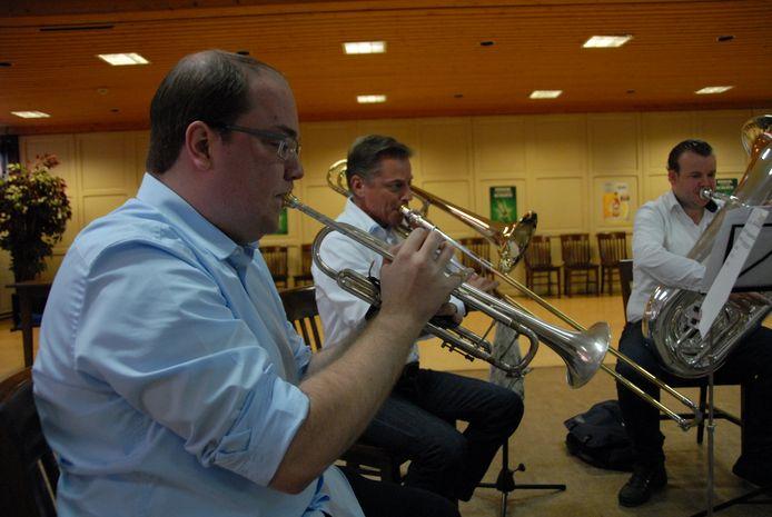 Brian Bonga(l) is behalve bespeler van de trompet en piccolo trompet ook kleinkoper-docent bij de Heineken Fanfare