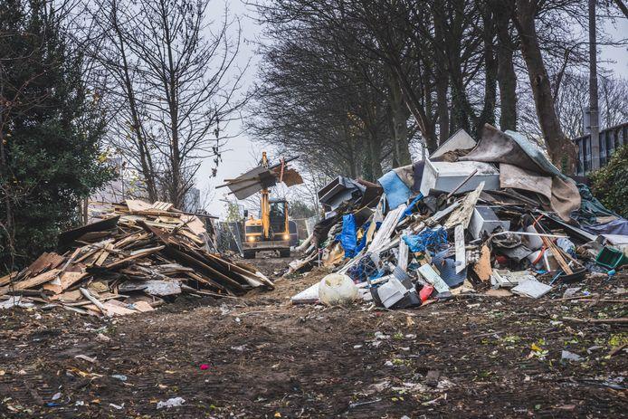 Het laatste kamp aan de Aziëstraat is afgebroken, waar de bewoners naartoe zijn, weet niemand.