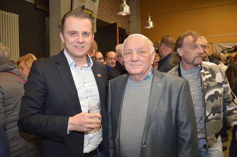 Kristof Slagmulder (links op de foto) van Vlaams Belang Denderleeuw was ook aanwezig op de nieuwjaarsreceptie van Forza Ninove.