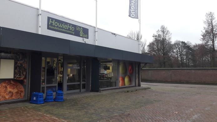 In het pand van de Aldi aan de Zandheuvel is tijdelijk een koopjeshal gevestigd van het bedrijf HoWieHo uit Dongen.