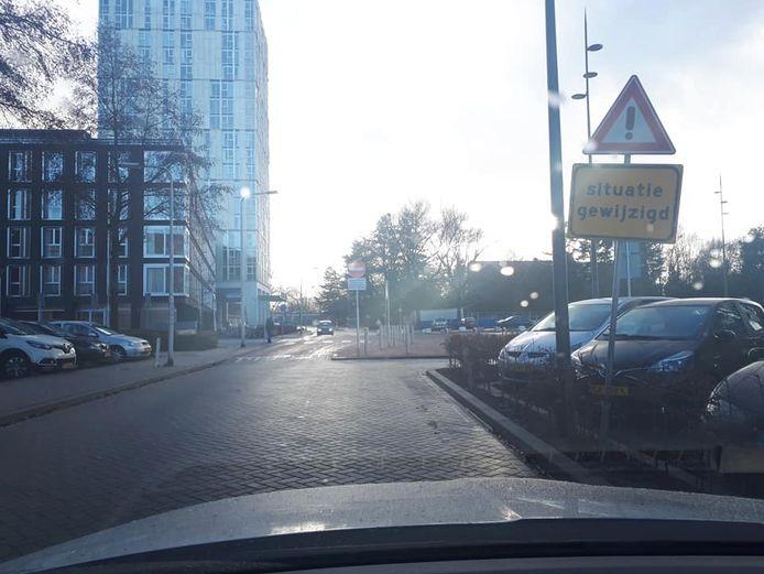 De politie waarschuwde begin december dat het niet meer is toegestaan om via de Brucknerlaan naar de Heikantlaan te rijden.