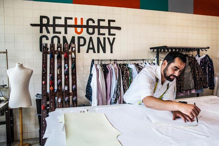 Refugee Company gevestigd in de Bijlmerbajes. In het naaiatelier Mahmoud Alomar. Beeld null
