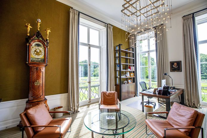 De werkkamer van Koning Willem-Alexander in het Paleis Huis ten Bosch.