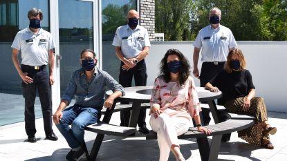 Politie Westkust krijgt 320 stoffen mondmaskers van gulle schenker en Westhoek Academie Koksijde
