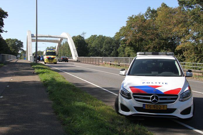 Twee auto's zijn op elkaar gebotst op de Wierdensestraat in Almelo.