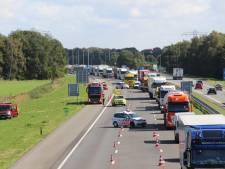 Vrachtwagens op A1 bij Holten geraakt door onbekend voorwerp