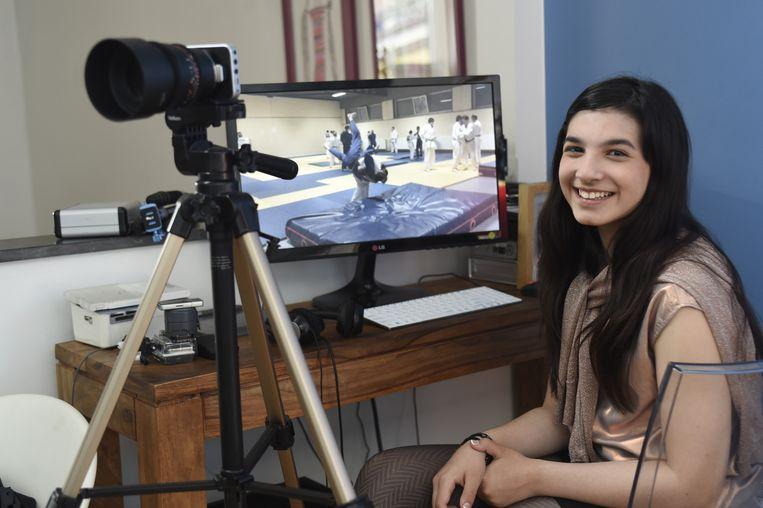 Ivana aan haar bureautje, waar ze werkte aan haar film.