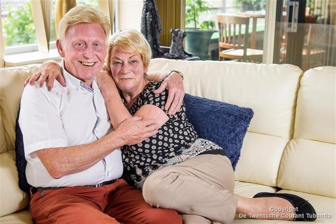 Winnie Biesheuvel en Ian Lucas die zeven jaar geleden trouwden en tot op de dag van vandaag verliefd zijn