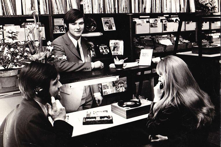 Wouter Molenaar, zoon van de oprichter, op de popafdeling van Concerto, circa 1970. Beeld Concerto