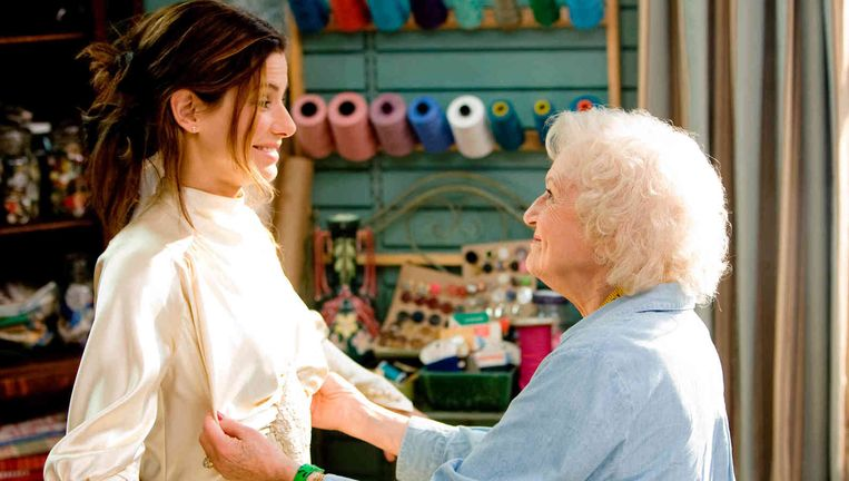 Sandra Bullock en Betty White in The Proposal van Anne Fletcher. Beeld -