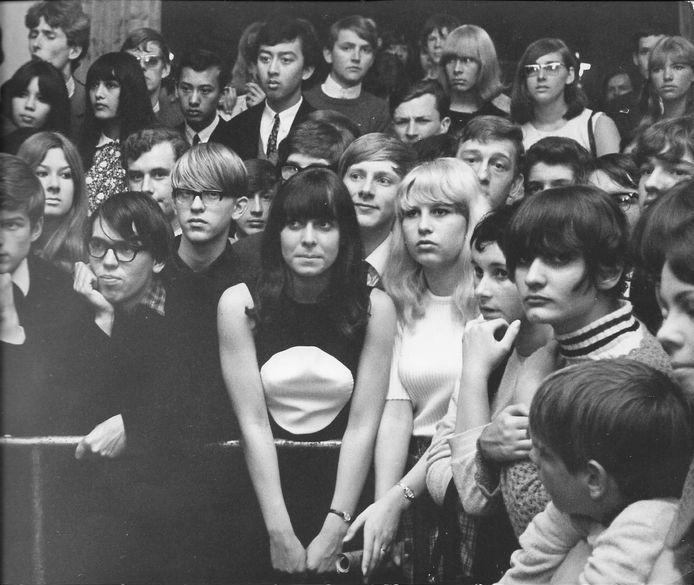 De jeugd in Club 192. In ban van de beat in mei 1966.