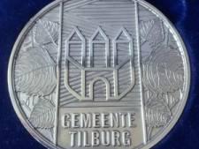 Zilveren legpenning voor Henk Kuijpers uit Udenhout