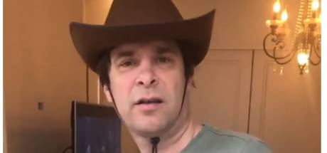 Hans Teeuwen roept op tot meer respect voor de cowboy en Gwen heeft het moeilijk met dry january