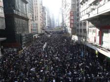 Une immense foule de manifestants à Hong Kong pour les six mois de la contestation