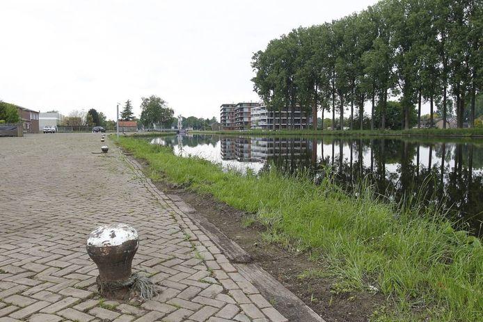 Het terrein voor Sonse Brouwershaven, aan de zwaaikom in het Wilhelminakanaal. foto Ton van de Meulenhof