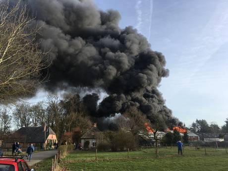 Uitslaande brand bij garagebedrijf in't Harde