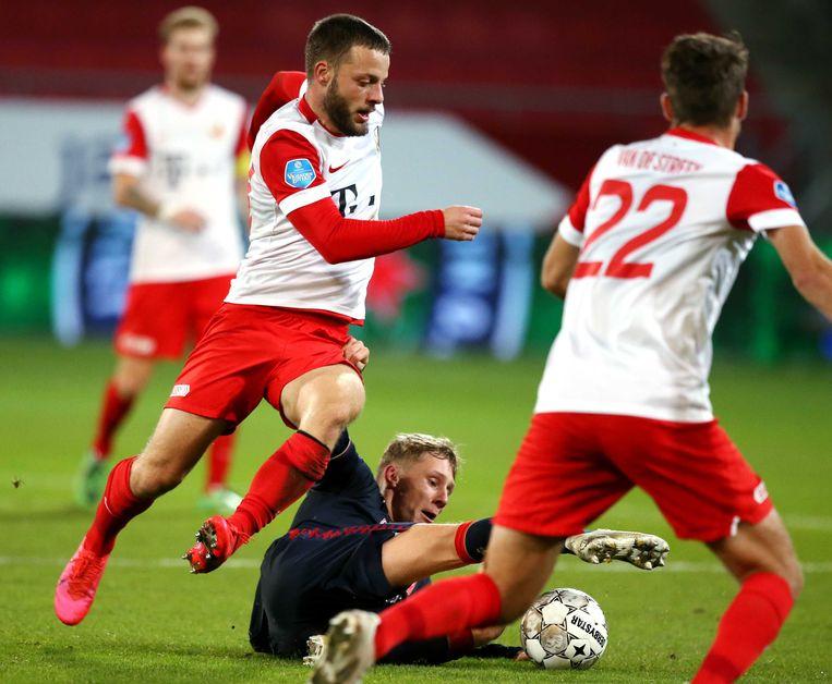 (l-r) Bart Ramselaar van FC Utrecht, Jesse Bosch van FC Twente  en Sander van de Streek van FC Utrecht. Beeld ANP