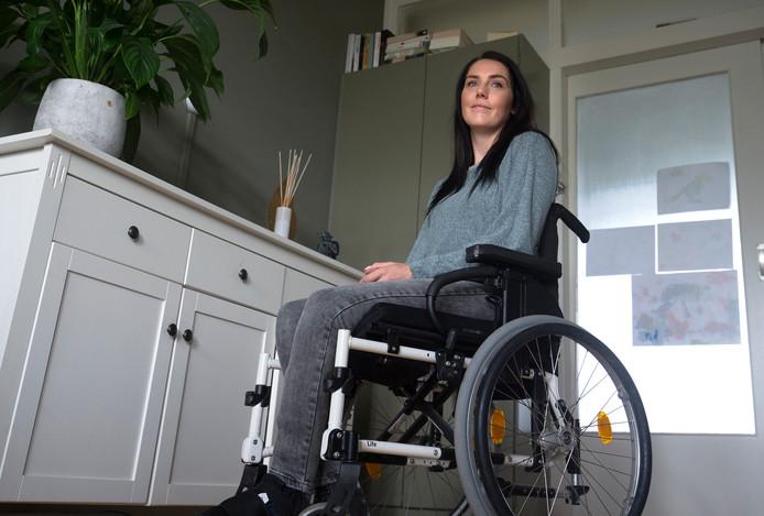 Rolstoelafhankelijke Mara Hendriks hoopt een nieuwe aangepaste auto te kunnen aanschaffen.